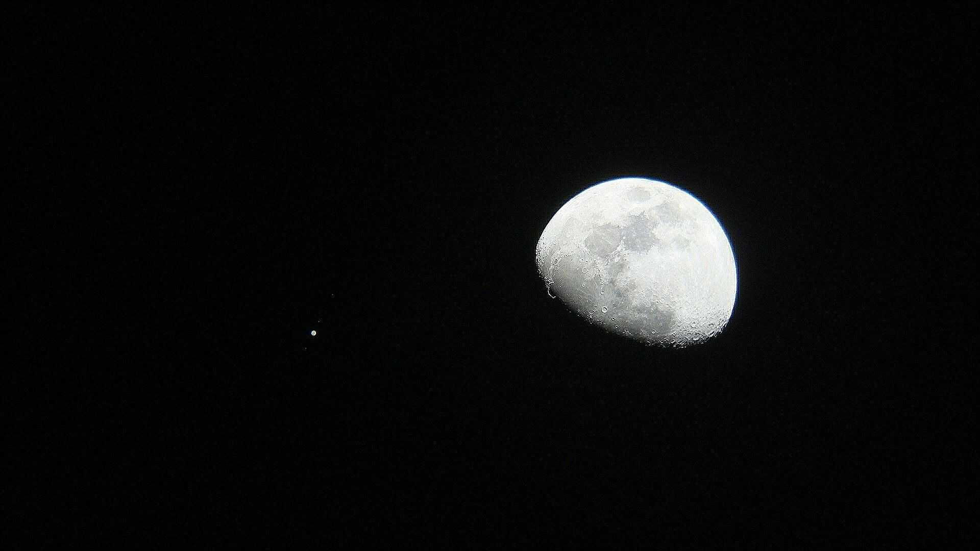Moon and Jupiter conjunction | Astronomy Pictures at Orion