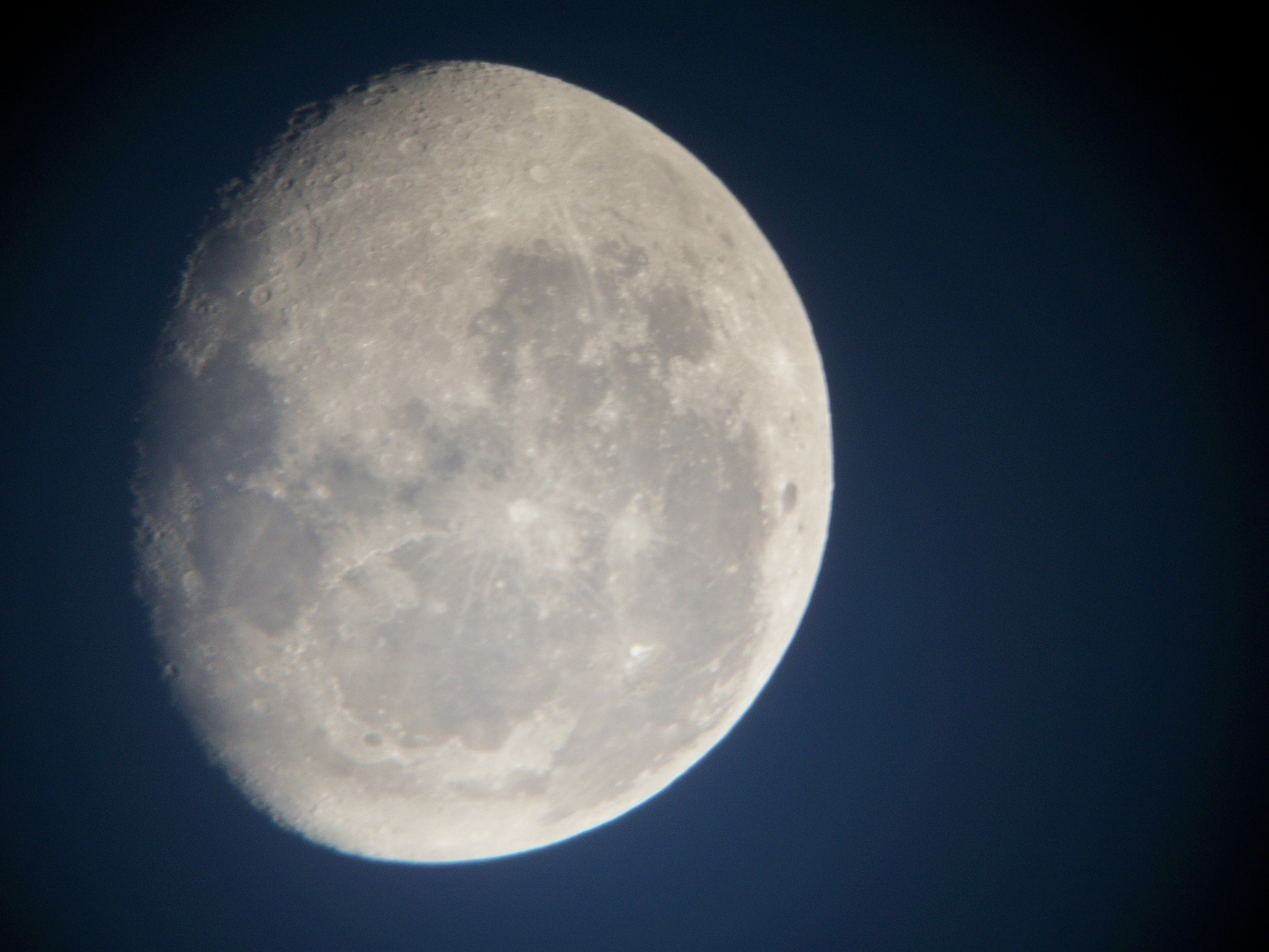 Moon 01-01-2013 at Orion Store